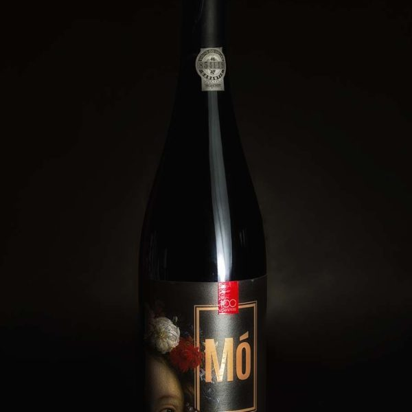 Mó red wine